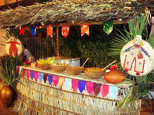 decoracao festa na roca:Para festas juninas organizadas em grandes espaços, existem empresas