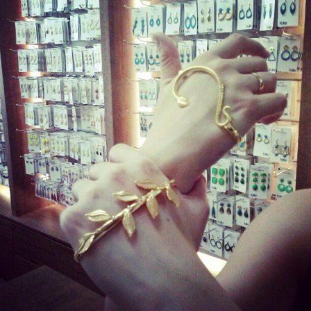 Tendência de Moda - Pulseira de Mão na 25 de Março